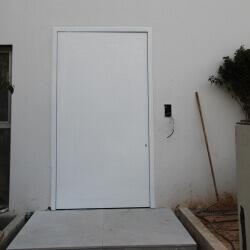 דלת 13