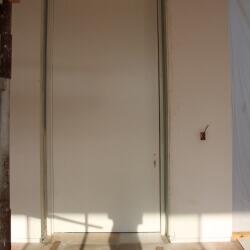 דלת 28