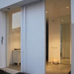 דלת 18