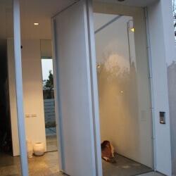 דלת 17